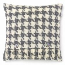 Bronte Cushions T0429-E04-Lambswool-Houndstooth-Grey-Cushion-500x479