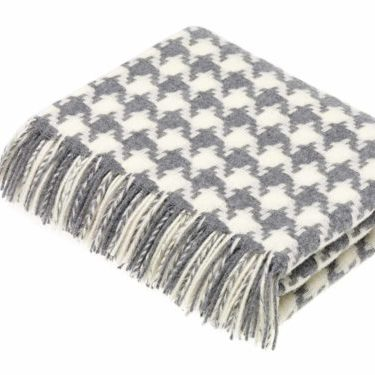Bronte Throws T0429-E04-Lambswool-Houndstooth-Grey-Throw-500x375