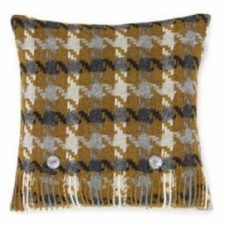 Bronte Cushions T0429-P15LC-Lambswool-Houndstooth-Gold-Cushion-500x479